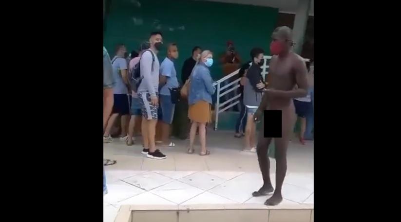desnudó MLC