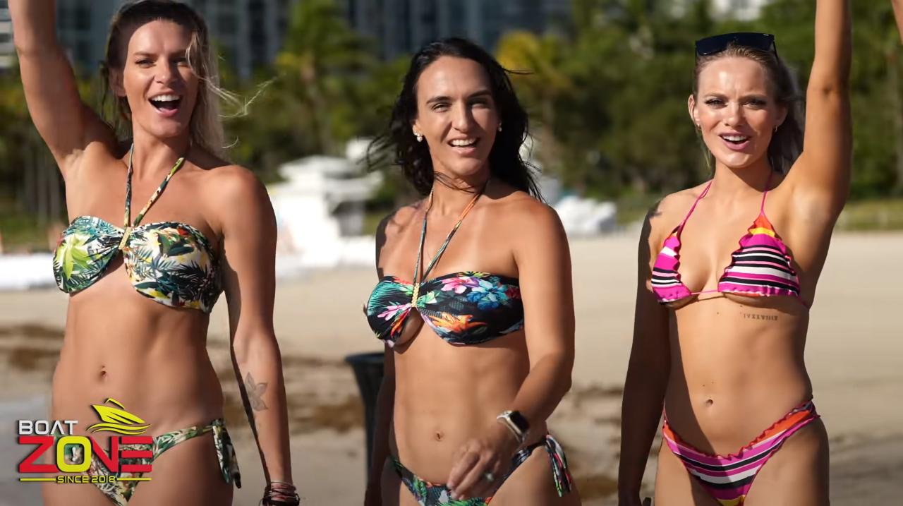 Chicas que quitan el aliento en Boat Zone